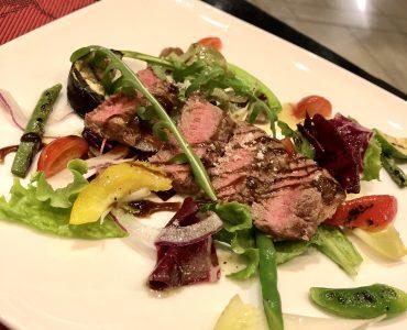 牛ロース肉のタリアータ<br /> 1680円(税込1848円)